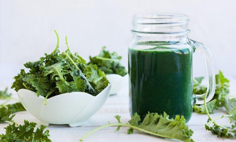Spring Kale and spirulina smoothie