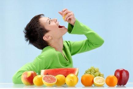 woman_eating_fruit_2